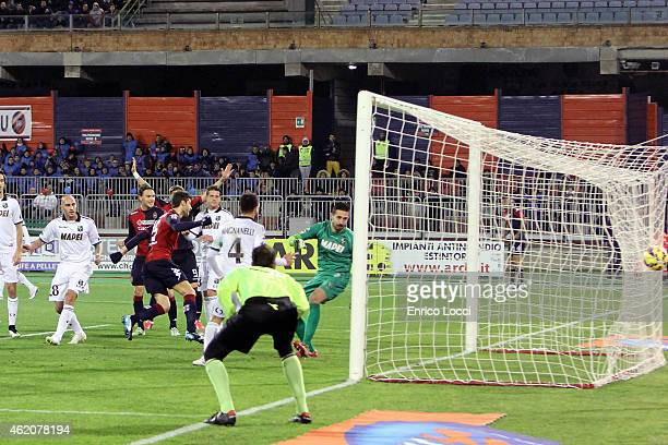 Luca Rossettini of Cagliari scores a goal during the Serie A match between Cagliari Calcio and US Sassuolo Calcio at Stadio Sant'Elia on January 24...