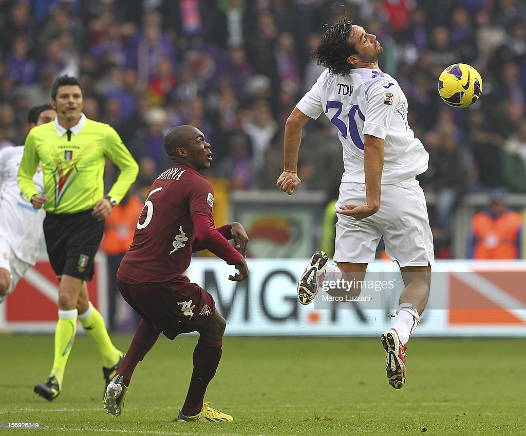 <a gi-track='captionPersonalityLinkClicked' href=/galleries/search?phrase=Luca+Toni&family=editorial&specificpeople=453307 ng-click='$event.stopPropagation()'>Luca Toni</a> (R) of ACF Fiorentina competes for the ball with Angelo Obinze Ogbonna (L) of Torino FC during the Serie A match between Torino FC and ACF Fiorentina at Stadio Olimpico di Torino on November 25, 2012 in Turin, Italy.