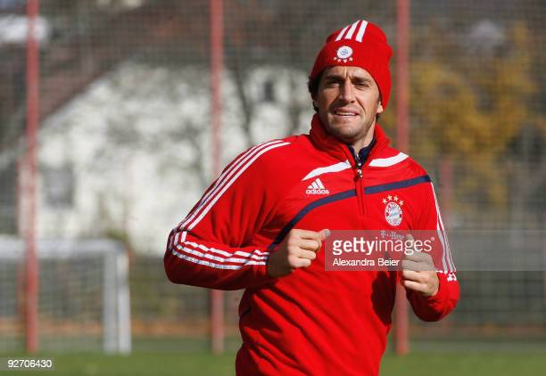 Luca Toni of Bayern Muenchen warms up during a training session on November 4 2009 in Munich Germany Bayern Muenchen lost the UEFA Champions League...