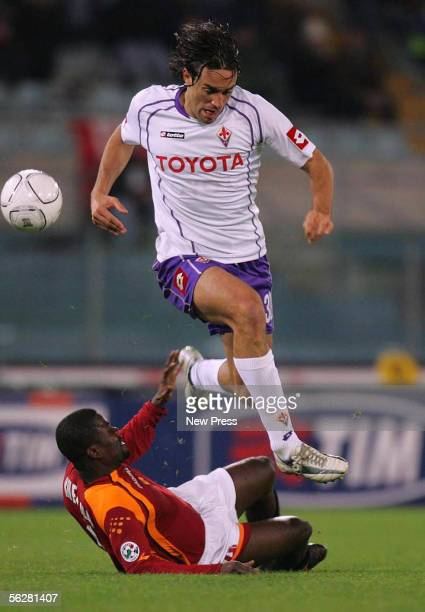 Luca Toni of Fiorentina evades a tackle from Samuel Kuffour of Roma during the Serie A match between AS Roma and Fiorentina at the Stadio Olimpico on...