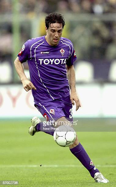 Luca Toni of Florentina in action during the Serie A match between Fiorentina and Siena at the Artemio Franchi Stadium March 5 2006 in Florence Italy