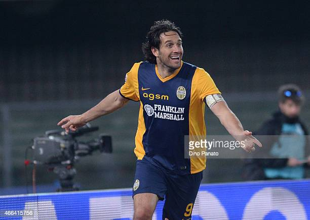 Luca Toni of Hellas Verona celebrates after scoring his team's second goal during the Serie A match between Hellas Verona FC and SSC Napoli at Stadio...
