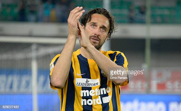 Luca Toni of Hellas Verona Greets and thanks fans after his last match after the Serie A match between Hellas Verona FC and Juventus FC at Stadio...