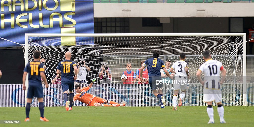 <a gi-track='captionPersonalityLinkClicked' href=/galleries/search?phrase=Luca+Toni&family=editorial&specificpeople=453307 ng-click='$event.stopPropagation()'>Luca Toni</a> #9 of Hellas Verona scores his team's opening goal from the penalty spot during the Serie A match between Hellas Verona FC and Udinese Calcio at Stadio Marc'Antonio Bentegodi on May 10, 2014 in Verona, Italy.