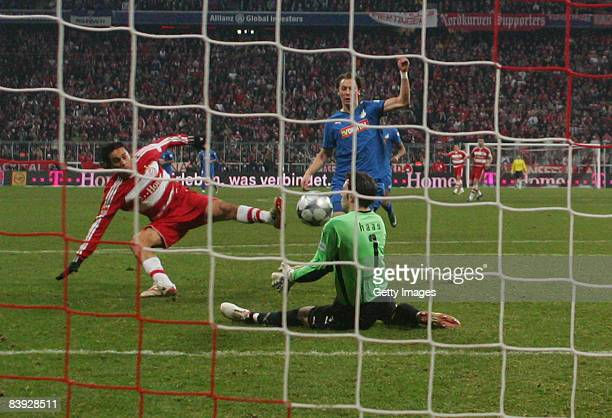 Luca Toni of Muenchen scores the winning goal during the Bundesliga match between FC Bayern Muenchen and 1899 Hoffenheim at the Allianz Arena on...