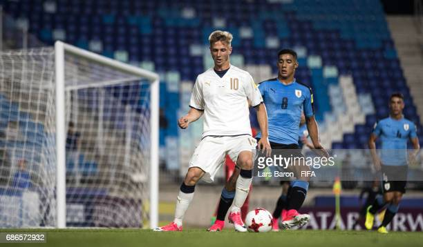 Luca Vido of Italy is challenged by Carlos Benavidez of Uruguay during the FIFA U20 World Cup Korea Republic 2017 group D match between Italy and...