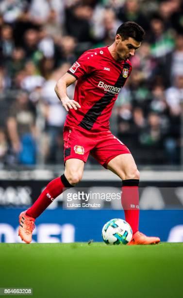 Lucas Alario of Leverkusen in action during the Bundesliga match between Borussia Moenchengladbach and Bayer 04 Leverkusen at BorussiaPark on October...