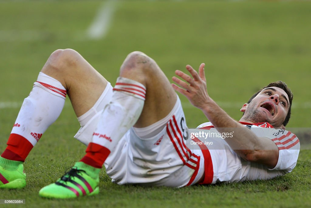 Lucas Alario, of River Plate, complains to referee Fernando Espinoza after being tackled during a match between River Plate and Velez Sarsfield as part of Torneo Transicion 2016 at Antonio Vespucio Liberti Stadium on April 30, 2016 in Buenos Aires, Argentina.