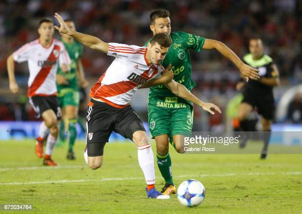 Lucas Alario of River Plate fights for the ball with Francisco Dutari of Sarmiento during a match between River Plate and Sarmiento as part of Torneo...