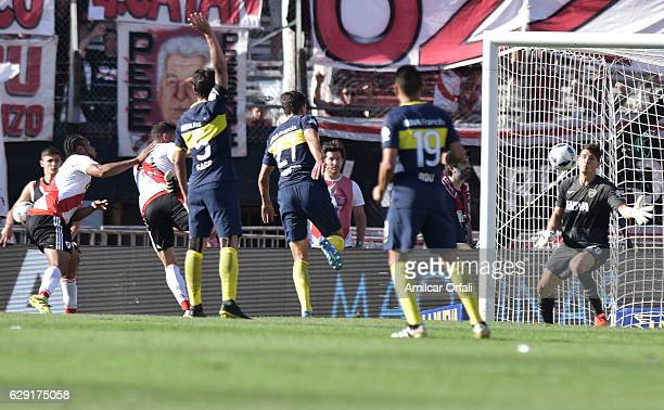 Lucas Alario of River Plate heads the ball to score the second goal of his team during a match between River Plate and Boca Juniors as part of Torneo...