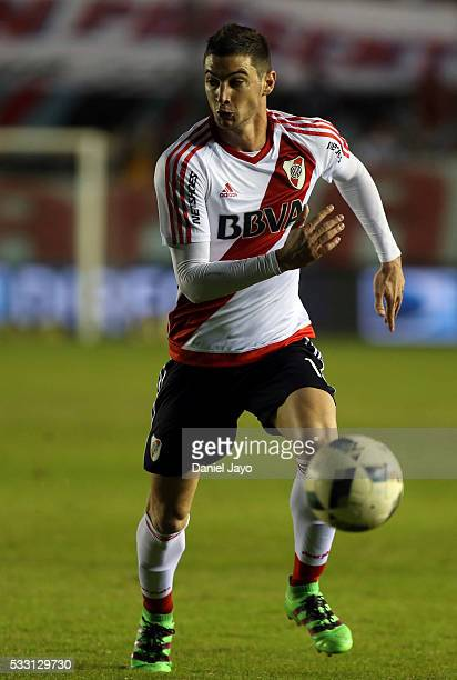 Lucas Alario of River Plate plays the ball during a match between Arsenal FC and River Plate as part of round 16 of Torneo Transicion 2016 at Julio...