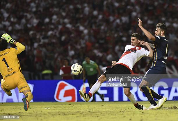 Lucas Alario of River Plate shoots to score the third goal of his team during a final match between River Plate and Rosario Central as part of Copa...