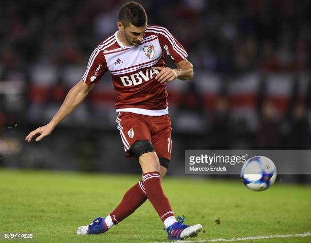 Lucas Alario of River Plate takes a shot and scores the first goal of his team during a match between River Plate and Temperley as part of Torneo...