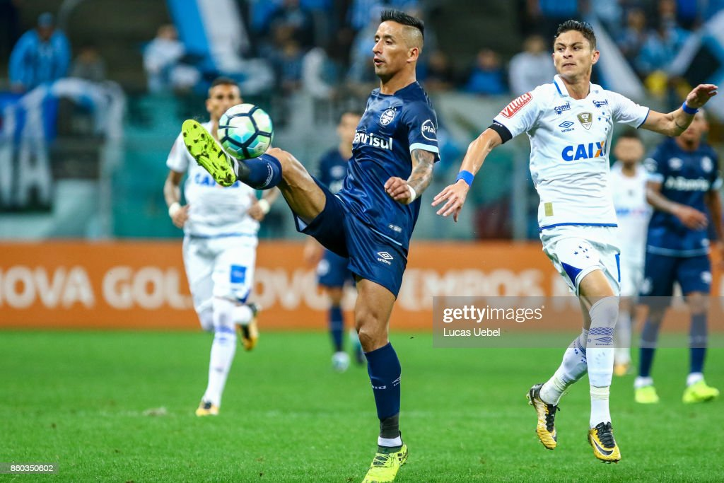 Lucas Barrios of Gremio battles for the ball against Diogo Barbosa of Cruzeiro during the match Gremio v Cruzeiro as part of Brasileirao Series A 2017, at Arena do Gremio on October 11, 2017, in Porto Alegre, Brazil.