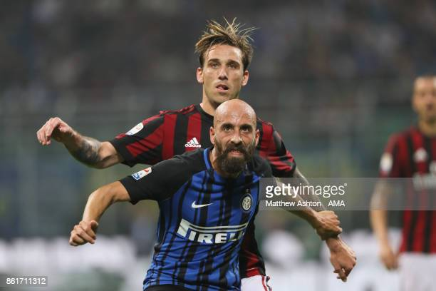Lucas Biglia of AC Milan and Borja Valero of Internazionale during to the Serie A match between FC Internazionale and AC Milan at Stadio Giuseppe...