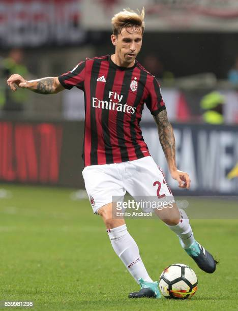 Lucas Biglia of AC Milan in action during the Serie A match between AC Milan and Cagliari Calcio at Stadio Giuseppe Meazza on August 27 2017 in Milan...