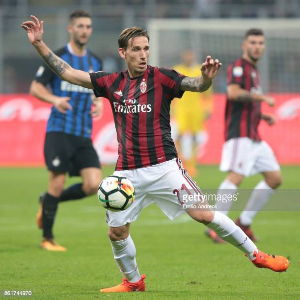 Lucas Biglia of AC Milan in action during the Serie A match between FC Internazionale and AC Milan at Stadio Giuseppe Meazza on October 15 2017 in...