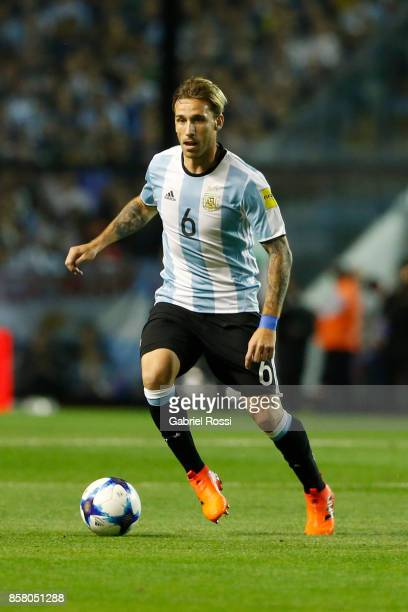 Lucas Biglia of Argentina drives the ball during a match between Argentina and Peru as part of FIFA 2018 World Cup Qualifiers at Estadio Alberto J...