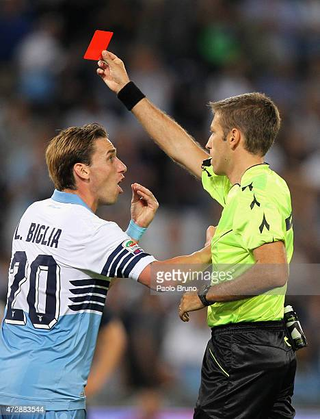 Lucas Biglia of SS Lazio reacts after the referee Davide Massa showing the red card to goalkeeper Federico Marchetti during the Serie A match between...