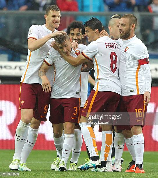 Lucas Digne of AS Roma celebrates with his teammates after scoring the opening goal during the Serie A match between Atalanta BC and AS Roma at...