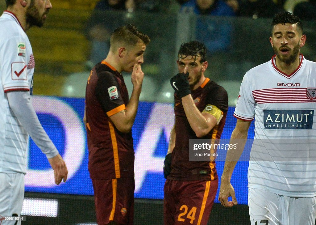 <a gi-track='captionPersonalityLinkClicked' href=/galleries/search?phrase=Lucas+Digne&family=editorial&specificpeople=5805298 ng-click='$event.stopPropagation()'>Lucas Digne</a> (L) speakes with <a gi-track='captionPersonalityLinkClicked' href=/galleries/search?phrase=Alessandro+Florenzi&family=editorial&specificpeople=7349992 ng-click='$event.stopPropagation()'>Alessandro Florenzi</a> of AS Roma during the Serie A match between Carpi FC and AS Roma at Alberto Braglia Stadium on February 12, 2016 in Modena, Italy.