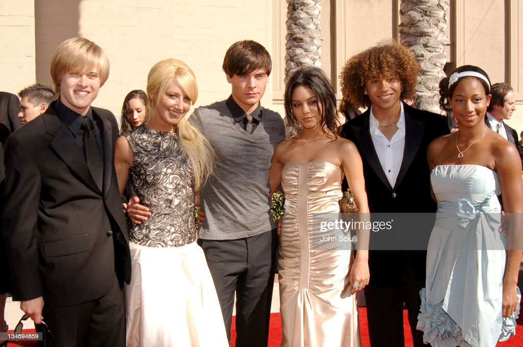 Lucas Grabeel Ashley Tisdale Zac Efron Vanessa Hudgens Corbin Bleu and Monique Coleman of 'High School Musical'