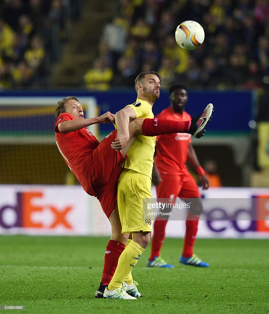 Lucas Leiva of Liverpool competes with Roberto Soldado of Villarreal during the UEFA Europa League Semi Final: First Leg match between Villarreal CF and Liverpool on April 28, 2016 in Villarreal, Spain.