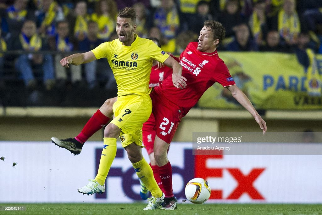 Lucas Leiva (R) of Liverpool in action during the UEFA Europa League Semi Final match between Villarreal and Liverpool at Estadio El Madrigal in Villareal, Spain on April 28, 2016.