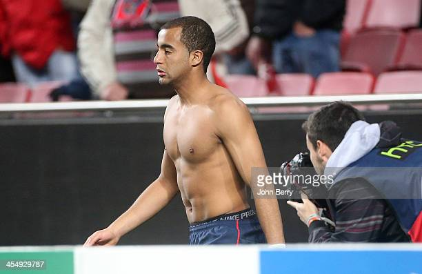 Lucas Moura of PSG gave his shirt to a fan after the UEFA Champions League match between SL Benfica and Paris SaintGermain FC at the Estadio de la...