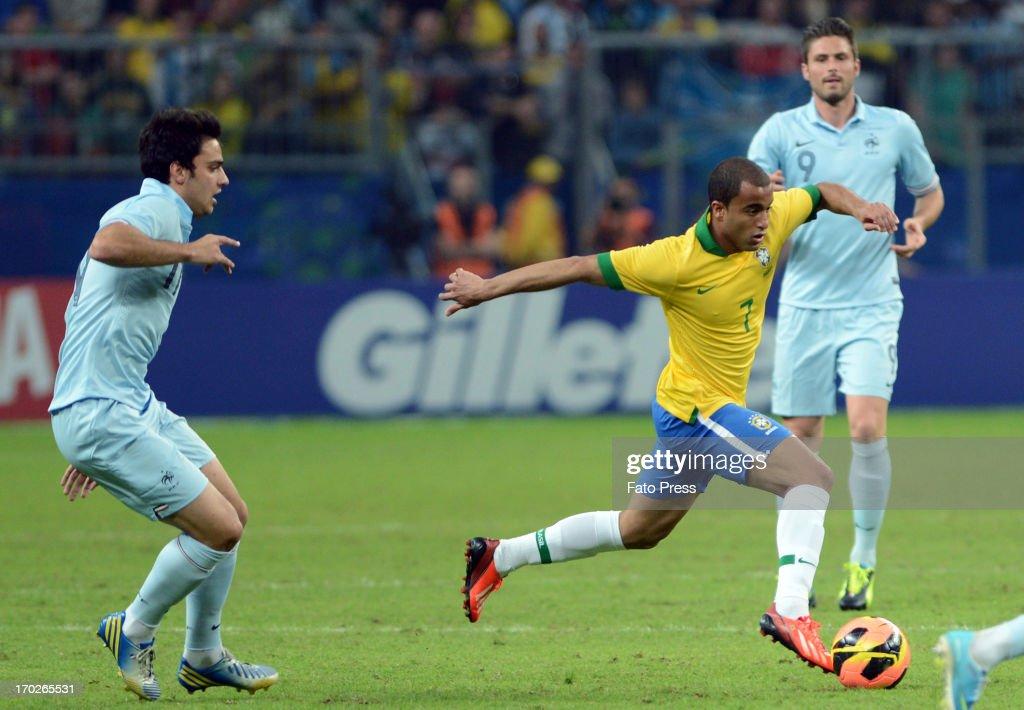 Lucas (#7) of Brasil runs for the ball during the friendly match between Brasil and France on June 09, 2013 in Porto Alegre, Brasil