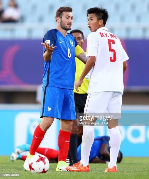 Lucas Tousart of France confronts Van Hau Doan of Vietnam during the FIFA U20 World Cup Korea Republic 2017 group E match between France and Vietnam...