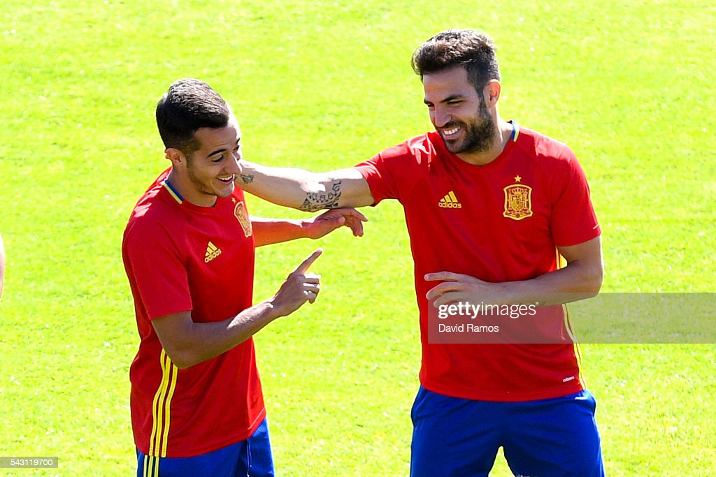 Lucas Vazquez (L) and Cesc Fabregas of Spain share a joke during a training session ahead of their UEFA Euro 2016 round of 16 match against Italy at Complexe Sportif Marcel Gaillard on June 26, 2016 in La Rochelle, France.