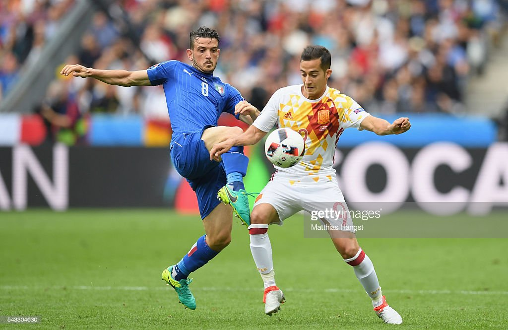 Lucas Vazquez of Spain and <a gi-track='captionPersonalityLinkClicked' href=/galleries/search?phrase=Alessandro+Florenzi&family=editorial&specificpeople=7349992 ng-click='$event.stopPropagation()'>Alessandro Florenzi</a> of Italy compete for the ball during the UEFA EURO 2016 round of 16 match between Italy and Spain at Stade de France on June 27, 2016 in Paris, France.
