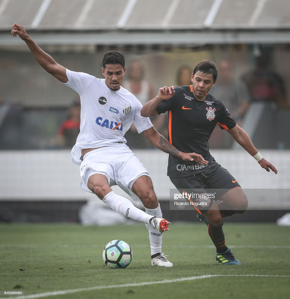Lucas Verissimo #28 of Santos battles for the ball with Romero #11 of Corinthians during the match between Santos and Corinthians as a part of Campeonato Brasileiro 2017 at Vila Belmiro Stadium on September 10, 2017 in Santos, Brazil.