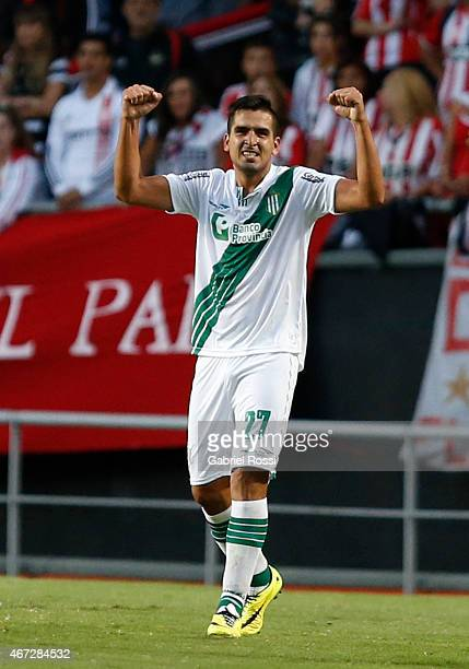Lucas Viatri of Banfield celebrates after scoring the first goal of his team during a match between Estudiantes and Banfield as part of sixth round...