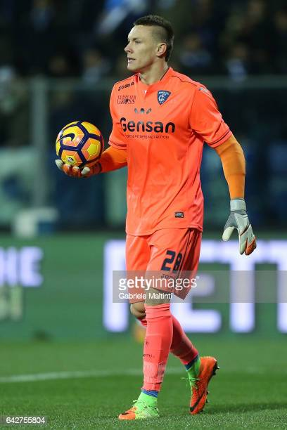 Lucasz Skorupski of Empoli FC in action during the Serie A match between Empoli FC and SS Lazio at Stadio Carlo Castellani on February 18 2017 in...
