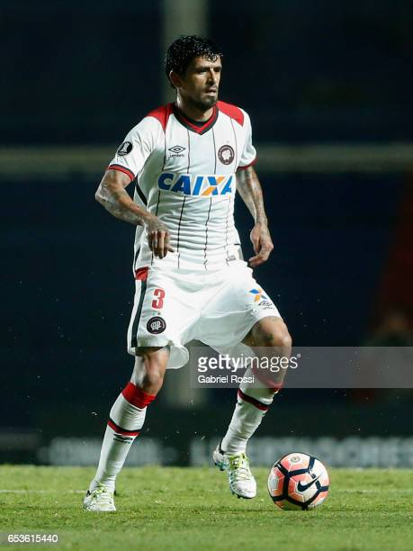 Lucho Gonzalez of Atletico Paranaense drives the ball during a group stage match between San Lorenzo and Atletico Paranaense as part of Copa CONMEBOL...