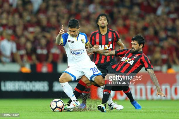 Lucho Gonzalez of Brazil's Atletico Paranaense struggles for the ball with David Mendieta of Paraguay's Deportivo Capiata during their Libertadores...