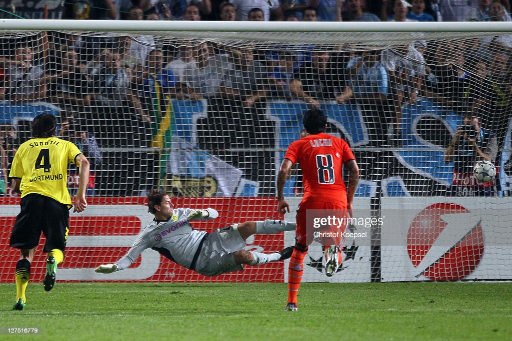 Lucho González of Olympique Marseille (R) scores by penalty against <a gi-track='captionPersonalityLinkClicked' href=/galleries/search?phrase=Roman+Weidenfeller&family=editorial&specificpeople=726753 ng-click='$event.stopPropagation()'>Roman Weidenfeller</a> of Dortmund (C) during the UEFA Champions League group F match between Olympique Marseille and Borussia Dortmund at Velodrome stadium on September 28, 2011 in Marseille, France.