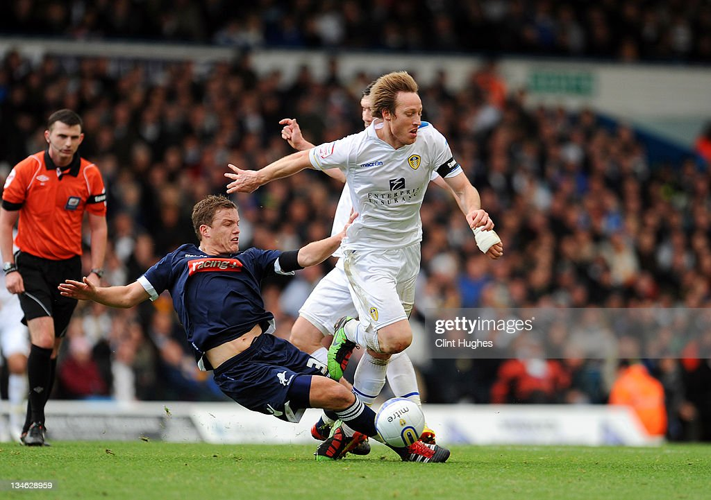 <a gi-track='captionPersonalityLinkClicked' href=/galleries/search?phrase=Luciano+Becchio&family=editorial&specificpeople=5489468 ng-click='$event.stopPropagation()'>Luciano Becchio</a> (right) of Leeds and <a gi-track='captionPersonalityLinkClicked' href=/galleries/search?phrase=Shane+Lowry+-+Soccer+Player&family=editorial&specificpeople=12866006 ng-click='$event.stopPropagation()'>Shane Lowry</a> of Millwalll battle for the ball during the npower Championship match between Leeds United and Millwall at Elland Road on December 03, 2011 in Leeds, England.