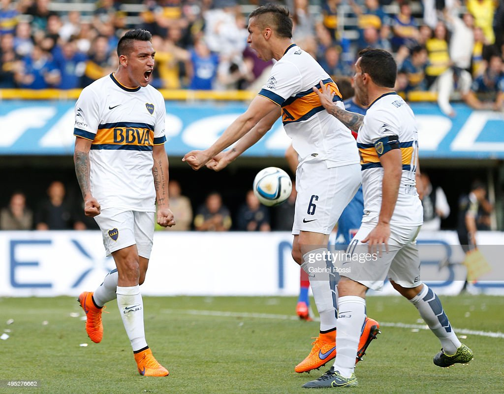 <a gi-track='captionPersonalityLinkClicked' href=/galleries/search?phrase=Luciano+Monzon&family=editorial&specificpeople=5043651 ng-click='$event.stopPropagation()'>Luciano Monzon</a> of Boca Juniors celebrates with teammates after scoring the opening goal during a match between Boca Juniors and Tigre as part of 29th round of Torneo Primera Division 2015 at Alberto J Armando Stadium on October 31, 2015 in Buenos Aires, Argentina.