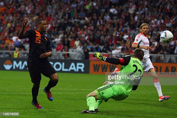 Luciano Narsingh of Netherlands scores his team's second goal against goal keeper Hans Joerg Butt of Muenchen during the friendly match between FC...