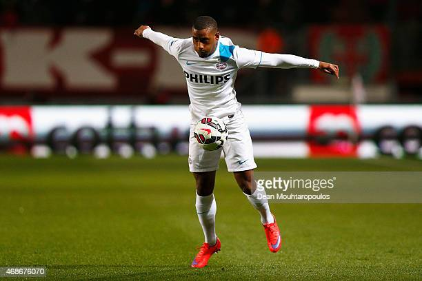 Luciano Narsingh of PSV in action during the Dutch Eredivisie match between FC Twente and PSV Eindhoven held at De Grolsch Veste Stadium on April 4...