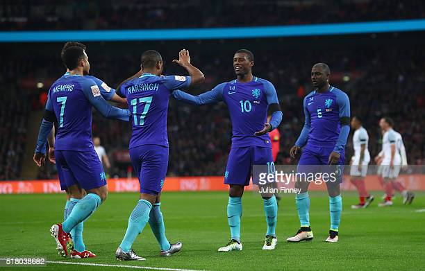 Luciano Narsingh of the Netherlands celebrates scoring his sides second goal with Memphis Depay and Georginio Wijnaldum during the International...