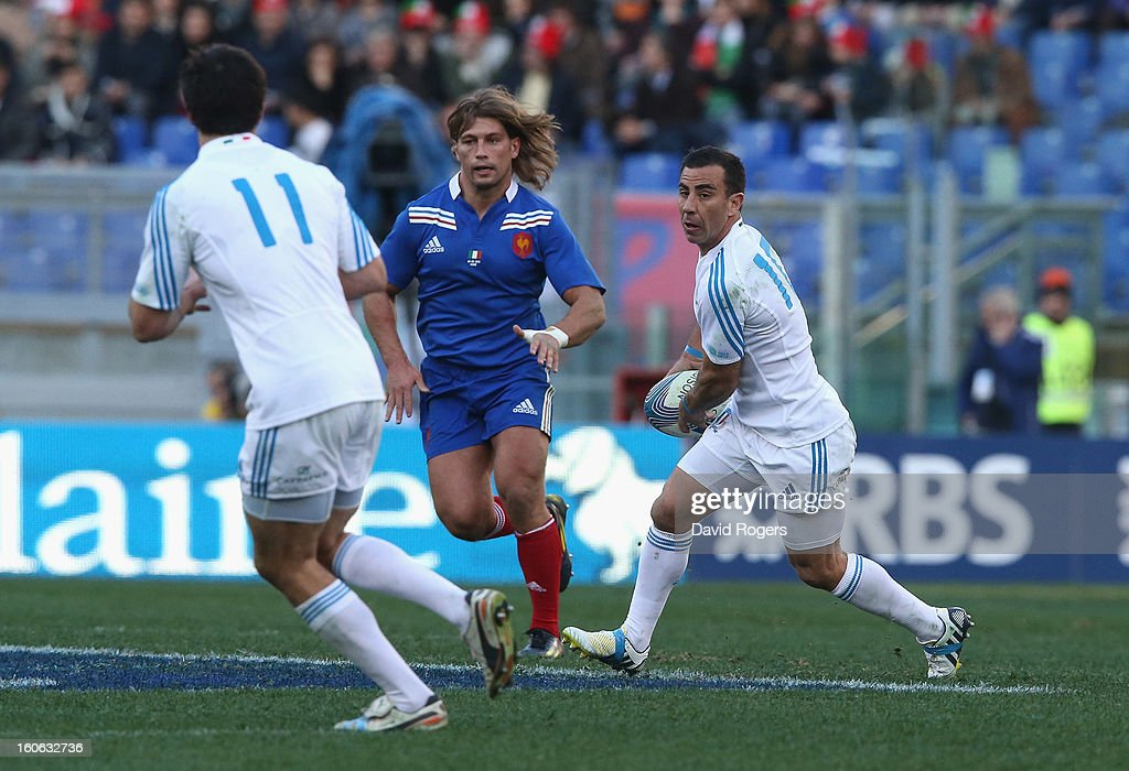 Luciano Orquera of Italy passes the ball during the RBS Six Nations match between Italy and France at Stadio Olimpico on February 3, 2013 in Rome, Italy.