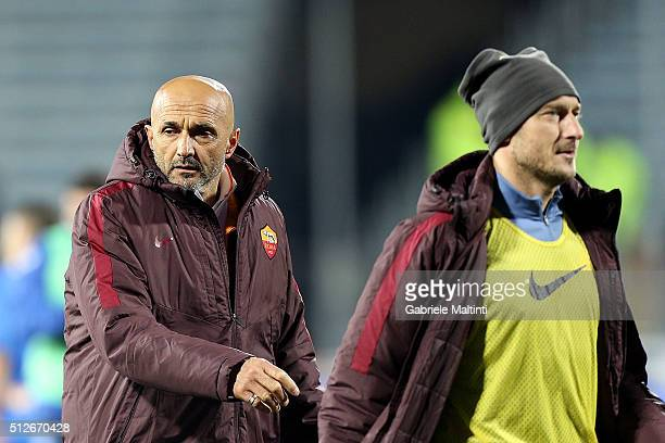 Luciano Spalletti and Francesco Totti of AS Roma after during the Serie A match between Empoli FC and AS Roma at Stadio Carlo Castellani on February...
