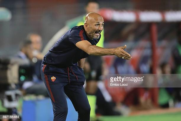 Luciano Spalletti coach of Roma reacts during the Serie A match between Cagliari Calcio and AS Roma at Stadio Sant'Elia on August 28 2016 in Cagliari...