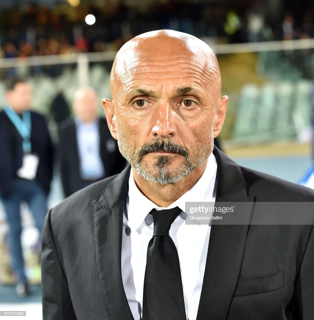 Luciano Spalletti head coach of AS Roma during the Serie A match between Pescara Calcio and AS Roma at Adriatico Stadium on April 24, 2017 in Pescara, Italy.