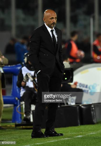 Luciano Spalletti head coach of AS Roma during the Serie A match between Pescara Calcio and AS Roma at Adriatico Stadium on April 24 2017 in Pescara...