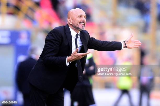 Luciano Spalletti head coach of AS Roma gestures during the Serie A match between Bologna FC and AS Roma at Stadio Renato Dall'Ara on April 9 2017 in...